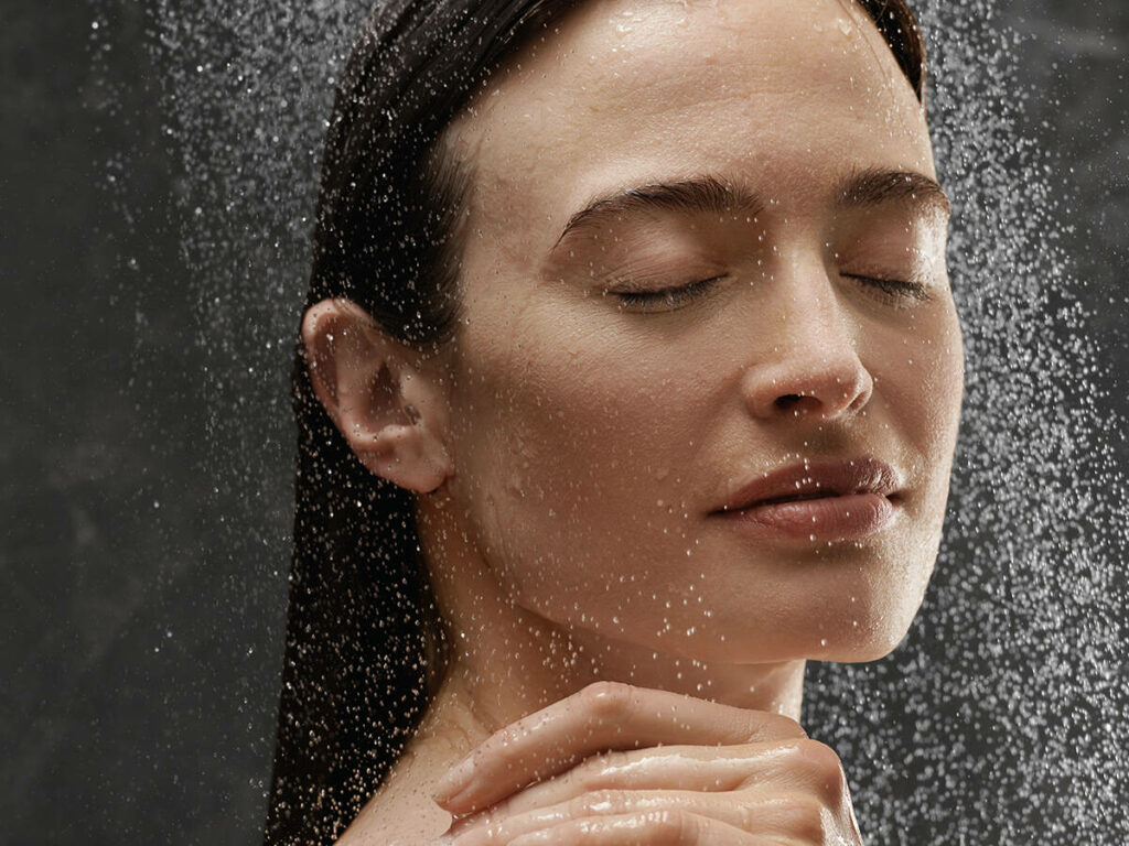 rainfinity_woman_showering_1121